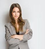 Snygg ung brunett kvinna. — Stockfoto