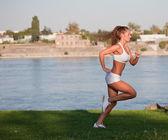 Sportovní mladá brunetka. — Stock fotografie