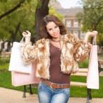 Gorgeous brunette goes shopping. — Stock Photo