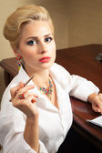 Young business woman signs documents — Stock Photo
