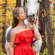 Young woman kisses of her horse — Stock Photo