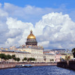 Dome of Saint Isaac's Cathedral in St. Petersburg in summer. Rus — ストック写真