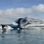 Icebergs in Jokulsarlon ice lagoon. — Stock Photo