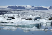 Melting ice in Jokulsarlon lagoon. — ストック写真