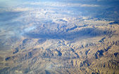 Lucht uitzicht van cloudscape en aarde — Stockfoto
