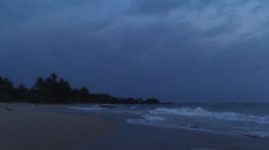 Evening on the ocean coast,Sri Lanka. — Stockvideo