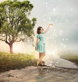 Little Girl at a Shining Brook — Stock fotografie