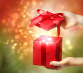 De doos van de gift van de rode vakantie — Stockfoto