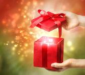 Krabice červená vánoční dárek — Stock fotografie