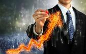 燃えるような矢印を持ったビジネスマン — ストック写真