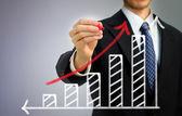 Unternehmer, die einen steigenden pfeil zeichnen — Stockfoto