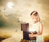 Blonde Girl Opening a Treasure Box — Stockfoto