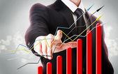 Affärsman med stigande graf — Stockfoto