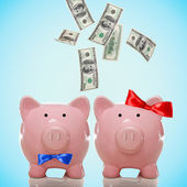 Hundred Dollar bills falling in or flying out of a piggy bank couple — Stockfoto