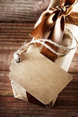 Handmade paper tag with gift box — Stockfoto