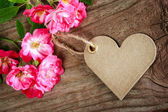 Handmade heart shaped tag with roses — Stock Photo