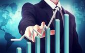 Kaufmann mit steigender graph — Stockfoto