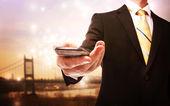 Affärsman med mobiltelefon — Stockfoto