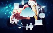 Obchodní muž s připojením přes cloud computing koncepce — Stock fotografie