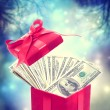 Foto Stock: Hundred dollar bills in red present box