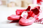 Red shoes with ribbon and heart tag — Stock Photo
