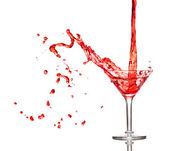 Red cocktail splashing from glass — Stockfoto