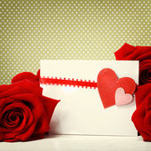 Hearts greeting card with red roses — ストック写真