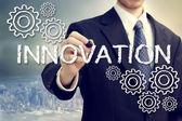 Obchodní muž s inovační koncepcí — Stock fotografie