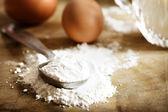 Harina, huevos y leche — Foto de Stock