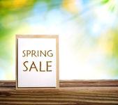 Znak sprzedaż wiosna — Zdjęcie stockowe
