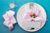 Table setting with pink roses — Fotografia Stock