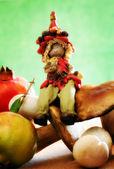 Wald-elf mit herbstlichen früchten und pilzen — Stockfoto