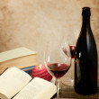 Wine glass with vintage books — Stockfoto