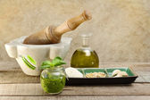 Pesto sauce with ingredients and kitchen utensils — Stockfoto