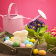 White chocolate bunny inside basket with easter eggs and floral — ストック写真