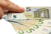 Finger anger nya fem eurosedel — Stockfoto