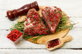Recipe witk pork fillet, pink pepper and goji berries — Stock Photo