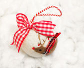 感受到圣诞摆设与装饰的驯鹿 — 图库照片