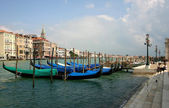 Venice panoramic view with gondole in foreground — Stock Photo