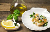 Grilled squis with lemon slice and oil — Photo