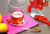 Rooibos tea with redcurrant and lemon — Stock Photo