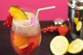 Fruit cocktail deatil with skaer and fruit — Stock Photo
