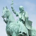 Equestrian Statue of King Saint Louis, Sacré-Cœur de Montmartre — Stock Photo #26817331
