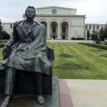 George Enescu monument and Romanian National Opera — Stock Photo #27745905