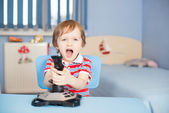 Baby boy screaming when playing computer games — Stock Photo