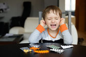 4 year old boy crying before swallowing medication — Stock Photo