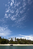 Blue sky and tropical beach (Koh Rang, Phuket, Thailand) — Stock Photo