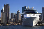 Cruise Ship in Sydney Harbour with Central Business District behind — Stock Photo