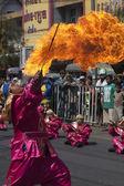 KHON KAEN, THAILAND 21ST NOV: A fire eater performs at a local f — Stock Photo