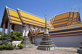 Stupas and roof detail, Wat Po — Stock Photo